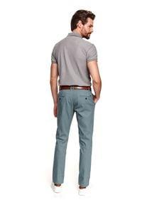 TOP SECRET - Spodnie chino strukuralne. Kolor: zielony. Materiał: tkanina. Sezon: wiosna. Styl: elegancki, sportowy