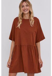 Answear Lab - Sukienka. Kolor: brązowy. Materiał: dzianina. Wzór: gładki. Styl: wakacyjny