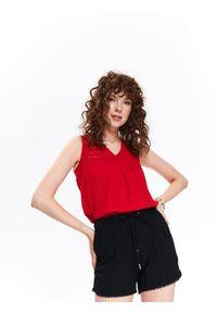 Czerwona bluzka TOP SECRET na wiosnę, w ażurowe wzory