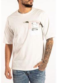 """Takeshy Kurosawa T-shirt """"Air Pocket"""". Okazja: na co dzień. Materiał: tkanina. Wzór: aplikacja. Styl: casual"""