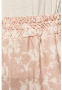 Różowe spodnie dresowe ANSWEAR