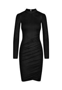Sukienka z cienkiego zamszu w kolorze czarnym - SWANSEA BLACK by Marsala. Typ kołnierza: kołnierzyk stójkowy. Kolor: czarny. Materiał: zamsz. Długość rękawa: długi rękaw. Typ sukienki: asymetryczne