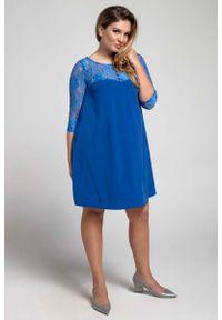 Nommo - Niebieska Trapezowa Sukienka Wizytowa z Koronką PLUS SIZE. Kolekcja: plus size. Kolor: niebieski. Materiał: koronka. Wzór: koronka. Typ sukienki: dla puszystych, trapezowe. Styl: wizytowy