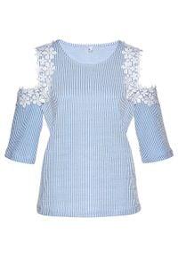 Shirt z wycięciami i koronką bonprix jasnoniebieski - biały w paski. Kolor: fioletowy. Materiał: koronka. Wzór: paski, koronka
