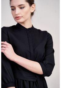 Marie Zélie - Sukienka Aglaia wełna czarna. Typ kołnierza: kołnierzyk stójkowy. Kolor: czarny. Materiał: wełna