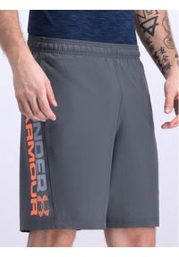 Under Armour Szorty sportowe UA Woven Graphic Wordmark 1320203 Szary Regular Fit. Kolor: szary