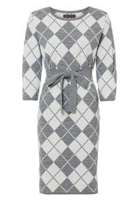 Sukienka dzianinowa z paskiem bonprix biało-szary wzorzysty. Kolor: biały. Materiał: dzianina