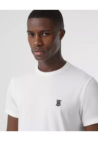Burberry - BURBERRY - Biały t-shirt z haftowanym logo. Okazja: na co dzień. Typ kołnierza: kaptur. Kolor: biały. Materiał: materiał, wełna. Wzór: haft. Styl: sportowy, klasyczny, elegancki, casual