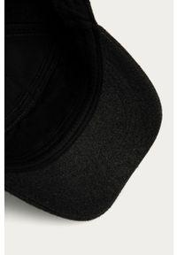 Szara czapka z daszkiem Pepe Jeans z aplikacjami
