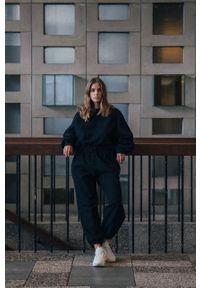 MUUV - Spodnie Smooth Cotton. Stan: podwyższony. Kolor: czarny. Materiał: bawełna, dresówka, materiał