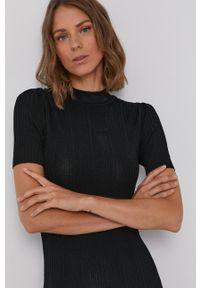 Desigual - Sukienka. Kolor: czarny. Wzór: nadruk. Typ sukienki: dopasowane