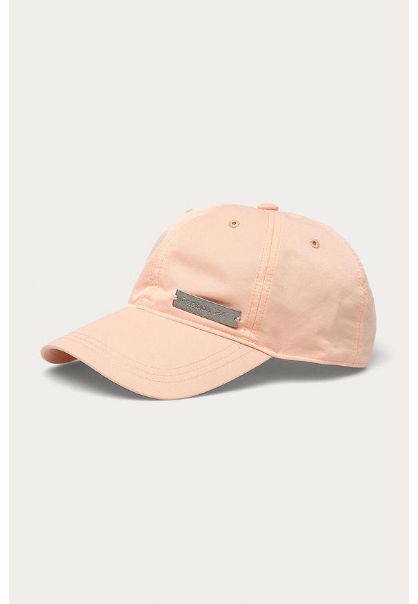 Różowa czapka z daszkiem Reebok z aplikacjami
