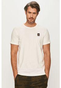 Biały t-shirt Jack & Jones z okrągłym kołnierzem, z nadrukiem