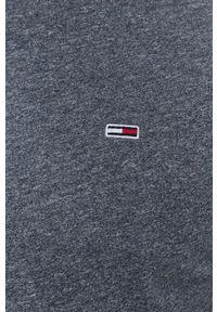 Tommy Jeans - T-shirt. Okazja: na co dzień. Kolor: niebieski. Materiał: bawełna, dzianina. Wzór: gładki, aplikacja. Styl: casual