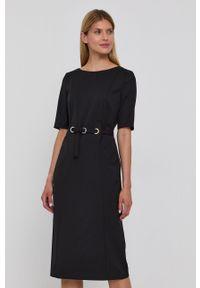 BOSS - Boss - Sukienka. Kolor: czarny. Materiał: tkanina. Długość rękawa: krótki rękaw. Wzór: gładki