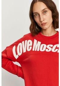 Czerwona bluza Love Moschino z okrągłym kołnierzem, z długim rękawem, na co dzień