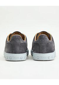 TOD'S - Szare sneakersy z monogramem. Nosek buta: okrągły. Kolor: szary. Materiał: guma, zamsz #5