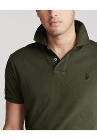 Ralph Lauren - RALPH LAUREN - Koszulka polo Custom Fit. Okazja: na co dzień. Typ kołnierza: polo. Kolor: zielony. Materiał: bawełna, jeans, prążkowany. Długość: długie. Wzór: haft. Styl: klasyczny, casual