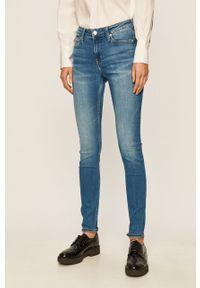 Niebieskie jeansy Calvin Klein Jeans z aplikacjami