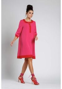 Nommo - Ciemno Różowa Luźna Wizytowa Sukienka na Guziki z Lamówkami. Kolor: różowy. Materiał: wiskoza, poliester. Styl: wizytowy