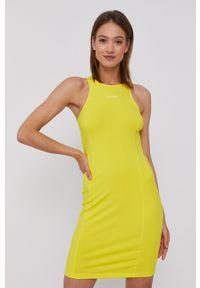 Calvin Klein Jeans - Sukienka. Kolor: żółty. Materiał: dzianina. Wzór: gładki. Typ sukienki: rozkloszowane