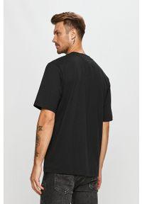 Czarny t-shirt adidas Originals z nadrukiem, casualowy