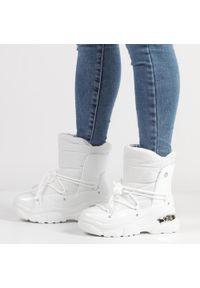 Białe śniegowce damskie POTOCKI 16001. Kolor: biały. Materiał: tkanina, skóra. Styl: klasyczny