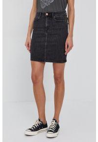 Pieces - Spódnica jeansowa. Kolor: czarny. Materiał: jeans