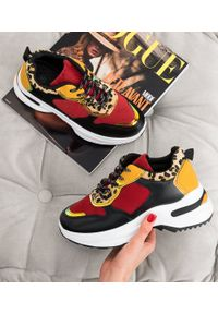 Czerwone buty sportowe N/M w kolorowe wzory