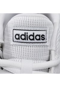 Białe buty do koszykówki Adidas