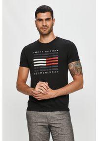 Czarny t-shirt TOMMY HILFIGER na co dzień, casualowy, z okrągłym kołnierzem