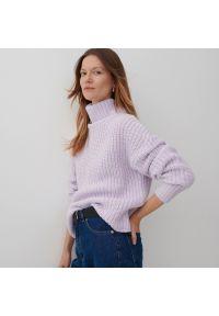 Reserved - Sweter z golfem - Fioletowy. Typ kołnierza: golf. Kolor: fioletowy