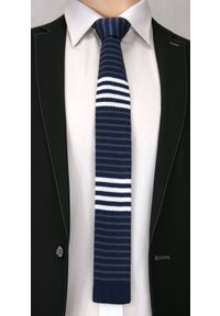 Dziergany Krawat Męski Knit w Cienkie Białe Pasy -5,5cm- Chattier, Granatowy. Kolor: niebieski. Materiał: poliester. Wzór: paski, prążki. Styl: sportowy #2