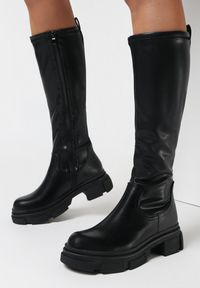Born2be - Czarne Kozaki Jilanna. Wysokość cholewki: przed kolano. Zapięcie: zamek. Kolor: czarny. Szerokość cholewki: normalna. Obcas: na platformie