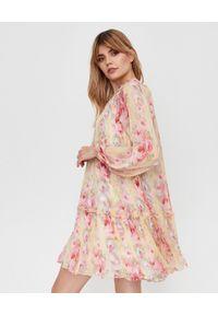 NEEDLE & THREAD - Sukienka w kwiaty Ruby Bloom. Okazja: na imprezę. Kolor: różowy, fioletowy, wielokolorowy. Wzór: kwiaty. Styl: wizytowy, wakacyjny, vintage. Długość: mini