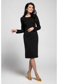 Nommo - Czarna Klasyczna Dopasowana Sukienka za Kolano. Kolor: czarny. Materiał: wiskoza, poliester. Wzór: kwiaty. Styl: klasyczny