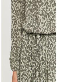 Mustang - Sukienka. Kolor: turkusowy. Materiał: tkanina. Długość rękawa: długi rękaw. Typ sukienki: rozkloszowane