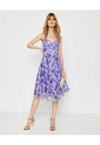 Elisabetta Franchi - ELISABETTA FRANCHI - Sukienka midi w kwiaty. Okazja: na imprezę. Kolor: niebieski. Długość rękawa: bez ramiączek. Wzór: kwiaty. Sezon: lato. Długość: midi #3