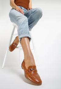 Renee - Camelowe Mokasyny Barnard. Nosek buta: okrągły. Zapięcie: bez zapięcia. Materiał: skóra, materiał. Szerokość cholewki: normalna. Obcas: na obcasie. Wysokość obcasa: niski