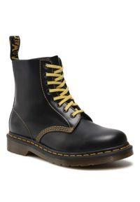 Czarne buty zimowe Dr. Martens z cholewką, klasyczne, na co dzień