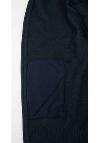 Niebieski sweter Lasota elegancki, na jesień, ze stójką
