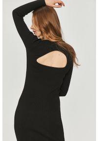 Czarna sukienka Answear Lab mini, na co dzień, dopasowana