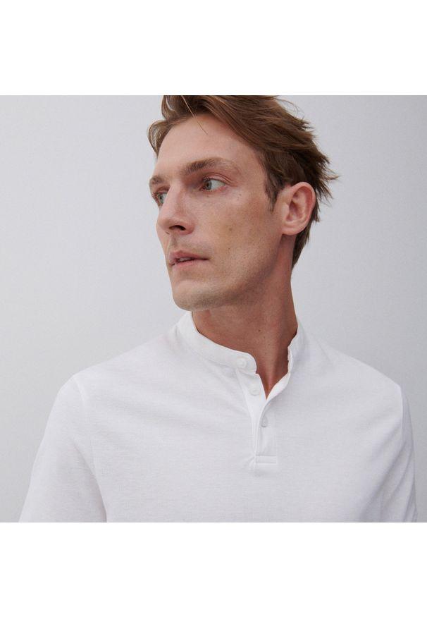 Reserved - Koszulka polo z dzianiny pique - Biały. Typ kołnierza: polo. Kolor: biały. Materiał: dzianina