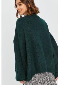 Zielony sweter rozpinany Answear Lab wakacyjny