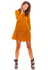 Awama - Kamelowa Trapezowa Sukienka z Doszytą Falbanką. Materiał: poliester, elastan. Typ sukienki: trapezowe