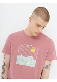 outhorn - T-shirt z nadrukiem męski. Materiał: bawełna, materiał. Wzór: nadruk. Styl: wakacyjny