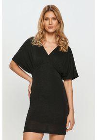 Liu Jo - Sukienka. Kolor: czarny. Materiał: tkanina, materiał. Długość rękawa: krótki rękaw. Typ sukienki: dopasowane