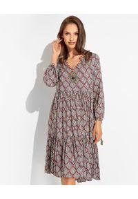 MALIPARMI - Sukienka mini we wzory. Kolor: czarny. Materiał: wiskoza, materiał. Wzór: kolorowy, aplikacja. Sezon: lato, wiosna. Długość: mini