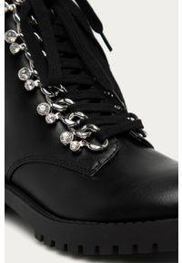 Czarne botki Guess Jeans z cholewką, z okrągłym noskiem, na sznurówki