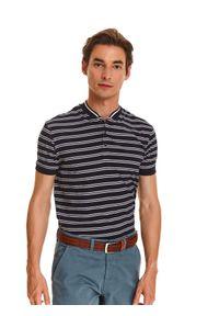 TOP SECRET - T-shirt polo w paski. Typ kołnierza: polo. Kolor: niebieski. Materiał: materiał. Długość rękawa: krótki rękaw. Długość: krótkie. Wzór: paski. Sezon: jesień. Styl: sportowy, elegancki